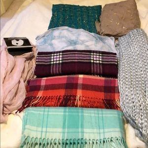 Accessories - Lot of 8 scarves (regular and infiniti scarves)